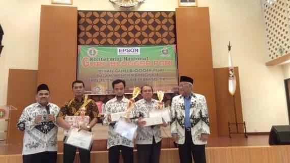 Guru Ganteng TK Islam PB Soedirman Juara Nasional Menulis Artikel